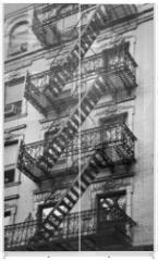 Panel szklany do szafy przesuwnej - Façade avec escalier de secours noir et blanc - New-York