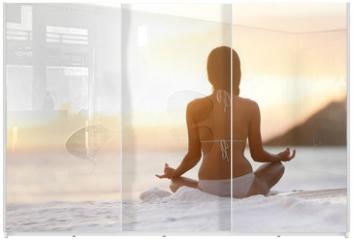 Panel szklany do szafy przesuwnej - Meditation - Yoga woman meditating at beach sunset