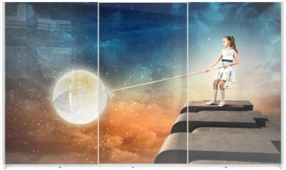 Panel szklany do szafy przesuwnej - Little girl pulling moon