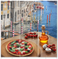 Panel szklany do szafy przesuwnej - Classic Italian pizza in Venice against canal, Italy
