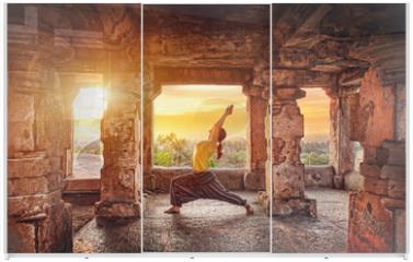 Panel szklany do szafy przesuwnej - Yoga in Hampi temple