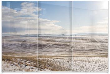 Panel szklany do szafy przesuwnej - sunny landscape of wide field with dry grass under snow