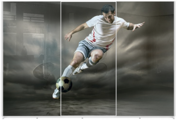 Panel szklany do szafy przesuwnej - Football player with ball on field of stadium