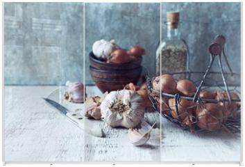 Panel szklany do szafy przesuwnej - Still Life with Shallots and Garlic