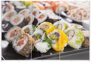Panel szklany do szafy przesuwnej - Delicious sushi pieces served on black stone