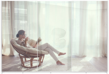 Panel szklany do szafy przesuwnej - Woman relaxing in chair