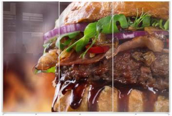 Panel szklany do szafy przesuwnej - Tasty burger, close-up.