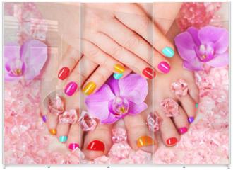 Panel szklany do szafy przesuwnej - Beautiful manicure and pedicure