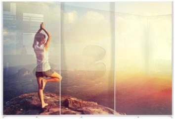 Panel szklany do szafy przesuwnej - yoga woman meditation on mountain peak