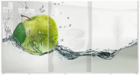 Panel szklany do szafy przesuwnej - Green Apple amid splashing water.
