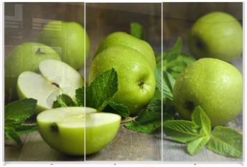 Panel szklany do szafy przesuwnej - Green apples with mint leaves.
