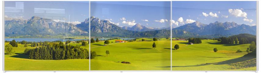 Panel szklany do szafy przesuwnej - Panorama Landschaft in Bayern mit Alpen, Berge und Wiesen im Allgäu
