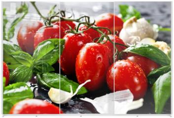 Panel szklany do szafy przesuwnej - Frische tomaten mit basilikum und knoblauch