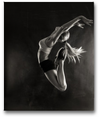 Plakat - Fitness female woman with muscular body jumping .