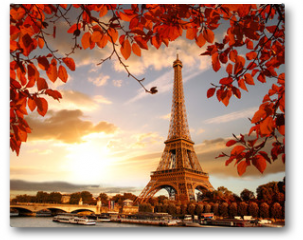Plakat - Eiffel Tower with autumn leaves in Paris, France