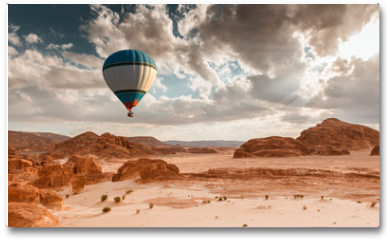 Plakat - Hot Air Balloon travel over desert