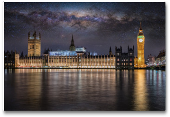 Plakat - Der Westminster Palast und Big Ben in London bei Nacht unter Sternenhimmel und der Milchstraße