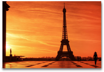 Plakat - Sunrise over Eiffel tower and tourist on Trocadero plaza