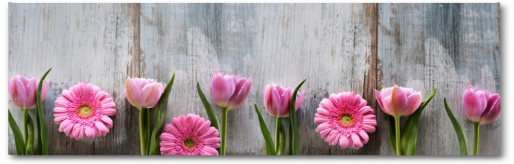 Plakat - Spring flowers on shabby wood