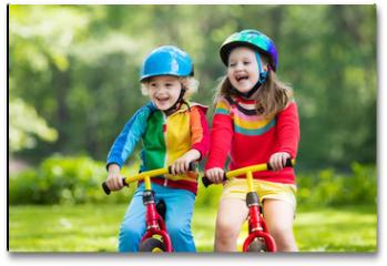 Plakat - Kids ride balance bike in park