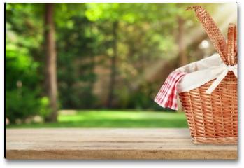 Plakat - Picnic Basket with napkin on nature background