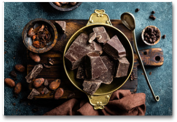 Plakat - Dark chocolate pieces crushed and cocoa beans. Chocolate background