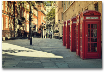 Plakat - Street with traditional red Phone Boxes, London.