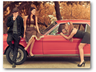 Plakat - 60s or 50s style image young people with car