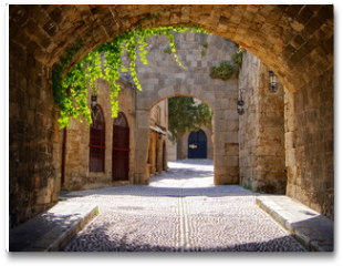 Plakat - Medieval arched street in the old town of Rhodes, Greece