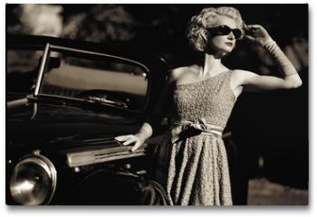 Plakat - Woman near a retro car outdoors