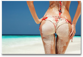 Plakat - Sexy sandy woman buttocks on the beach background