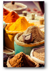 Plakat - Traditional spices and dry fruits in local bazaar in India.