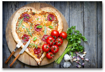 Plakat - Pizza heart shape with cheese and tomato on vintage boards