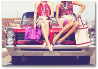 Plakat - Beautiful ladies legs posing in a vintage retro car