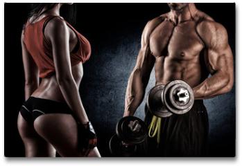 Plakat - Closeup of a muscular young man lifting weights