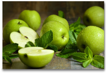 Plakat - Green apples with mint leaves.