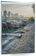 Panel szklany do kuchni - Houseboats on a paved bank of the river Seine, Paris France