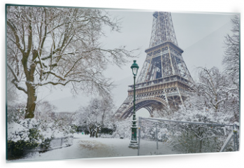 Panel szklany do kuchni - Scenic view to the Eiffel tower on a day with heavy snow
