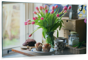 Panel szklany do kuchni - pink tulips in a vase