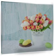 Panel szklany do kuchni - Easter background. Decorative Easter eggs and red tulips in vase. Copy space