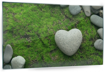 Panel szklany do kuchni - Grey stone in shape of heart, on grass background