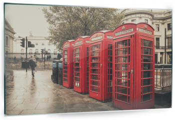 Panel szklany do kuchni - Vintage style  red telephone booths on rainy street in London