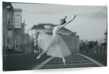Panel szklany do kuchni - Ballerina dancing in the center of Moscow in the morning