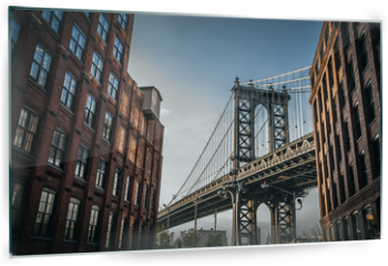 Panel szklany do kuchni - Manhattan bridge seen from a narrow alley enclosed by two brick buildings on a sunny day in summer