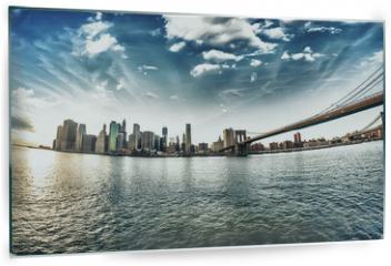 Obraz na szkle - Spectacular view of Brooklyn Bridge from Brooklyn shore at winte